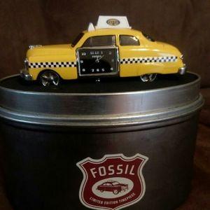 FOSSIL Taxicab Car Desk Clock Tin Display